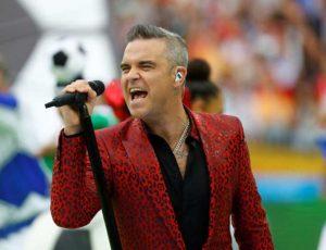 El polémico gesto de Robbie Williams en la ceremonia del Mundial 2018